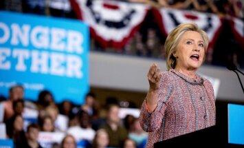 Zaudējumā ASV prezidenta vēlēšanās Klintone vaino FIB un Krievijas hakerus