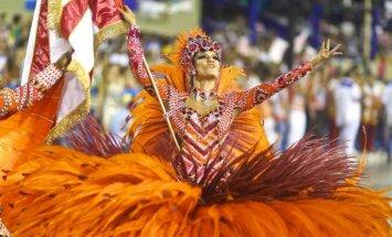 Dienas ceļojumu foto: Krāšņi tērpi un karstasinīgi ritmi Rio karnevālā