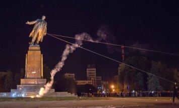 Foto: Ukrainā trīs gadu laikā demontēti 1018 ļeņinekļi