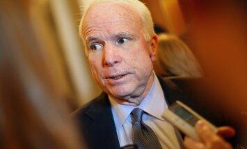 Senators Makeins: ASV pašos pamatos jāpārvērtē attiecības ar Krieviju