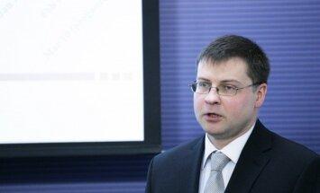 Premjers mēģinās panākt ZZS atbalstu eiro ieviešanai Latvijā