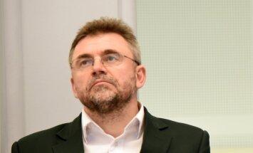 Kļaviņš lējis Saeimas apmaksātu degvielu uzņēmuma 'Gandrs' auto, vēsta LTV