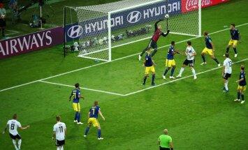 """Германия вдесятером на 95-й минуте """"дожала"""" Швецию и сохранила шансы на плей-офф"""