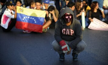 Venecuēlā nerimst studentu protesti