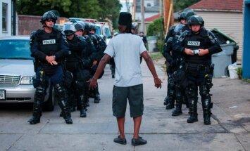 Pēc protestiem Milvoki pusaudžiem noteikta komandantstunda