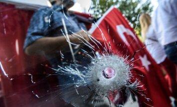 Par saistību ar puču apsūdzēts Turcijas admirālis lūdz patvērumu ASV