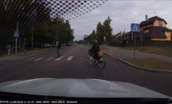 Водитель: Велосипедисты вообще знают, что существуют правила?