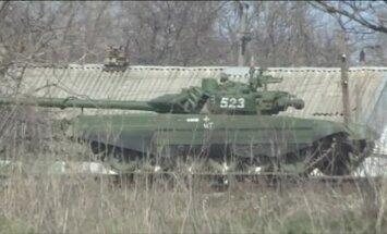 Video: Krievija uz Ukrainas pierobežu nogādā modernus tankus