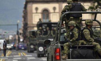 AP: Tramps Meksikas kolēģim piesolījis nosūtīt karavīrus 'slikto puišu' apturēšanai