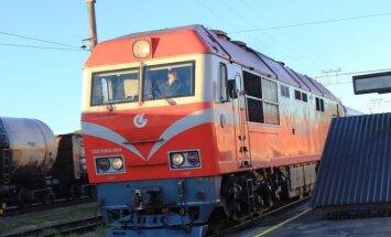 Foto: Jelgavā piestāj pirmais vilciens maršrutā 'Kijeva-Minska-Viļņa-Rīga'