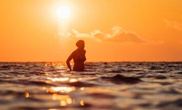 Foto: Saulrieta romantika un rāmais sestdienas vakars 'Positivus' pludmalē