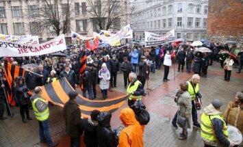 ФОТО: Шествие против перехода к обучению на латышском языке собрало 1000 человек