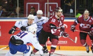 Latvijas hokejisti atspēlējas un gūst pirmo uzvaru pārbaudes spēlēs Rīgā