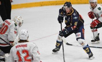 Foto: OHL Latvijas hokeja čempionāts sākas ar 'Prizma', 'Mogo' un 'Kurbads' komandu uzvarām