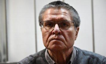 Prokuratūra bijušajam ministram Uļukajevam pieprasa desmit gadu cietumsodu