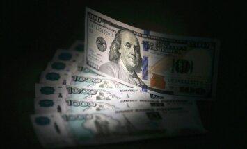 Ekonomikas murgs Krievijā: rublis nepilnas dienas laikā zaudē trešdaļu vērtības (plkst. 16:15)