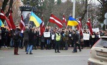 Latvijā uzrunā brīvprātīgos palīdzībai Ukrainai, ziņo laikraksts