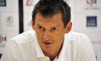 Portāls: Latvijas basketbola izlases kapteinis Blūms pēc pleca operācijas izlaidīs četrus mēnešus