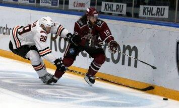 Metjū Majoni ne pārāk uztrauc KHL rezultatīvākā aizsarga statuss
