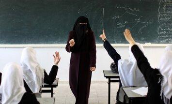 Gazas joslā aizliegtas jauktas zēnu un meiteņu skolas