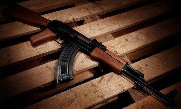Amerikāņu ieroču kompānija apiet sankcijas pret Krieviju un 'kalašņikovus' ražos ASV