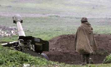 Kalnu Karabahā pirmdien krituši trīs Azerbaidžānas karavīri, ziņo Baku