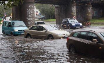 Rīgā pirmdien nolijušas divas trešdaļas no mēneša normas