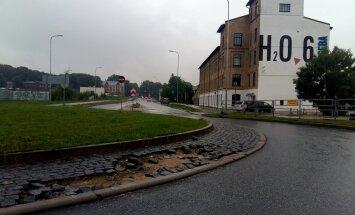 Foto: Durbes ielas aplis Rīgā uz izjukšanas robežas