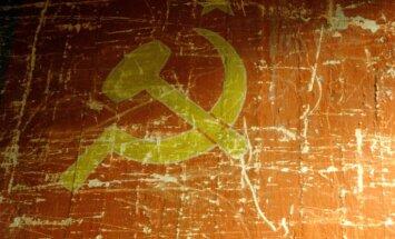 Krievijas kara nometnē padomju nostalģijas noskaņās apmāca jauniešus no Latvijas