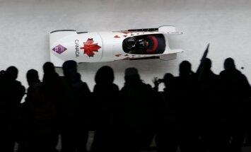 Kanādietes izcīna dramatisku uzvaru bobslejā