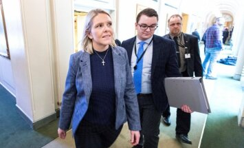 Pirms uzticības balsojuma atkāpjas Norvēģijas ministre
