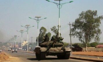 ASV militāro lidmašīnu apšaudē Dienvidsudānā vismaz trīs ievainotie