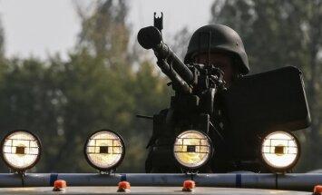 Kaujinieki arvien intensīvāk apšauda Doņeckas lidostu un citas Ukrainas spēku pozīcijas