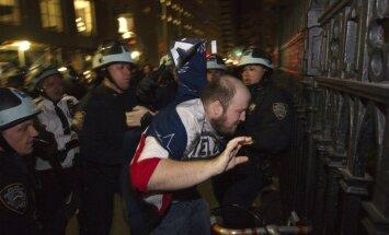 Ņujorkas policija likvidē kustības 'Okupē Volstrītu' nometni