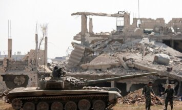 Sīrijā ar raķetēm apšaudītas režīma spēku pozīcijas