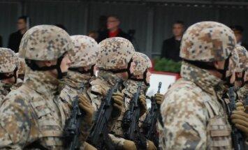 Latvijas armijai par 11 miljoniem piegādās 6x6 bezceļa braucamos