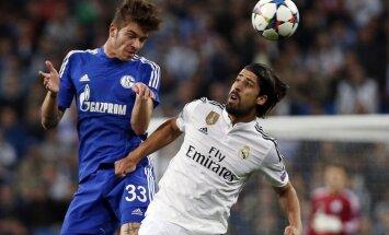 Real Madrid s Sami Khedira (R) is challenged by Schalke 04 s Roman Neustadter
