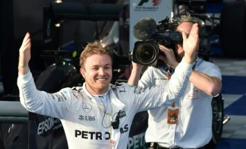 Jaunā F-1 sezona sākas ar Rosberga uzvaru; Alonso piedzīvo šaušalīgu avāriju