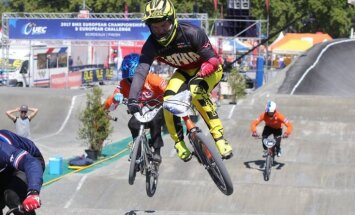 BMX braucēji Strazdiņš un Pētersone izcīna bronzas medaļas PČ junioriem