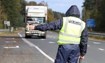 Pērn policija par dažādiem kravu pārvadājumu pārkāpumiem noformējusi 2171 administratīvo protokolu