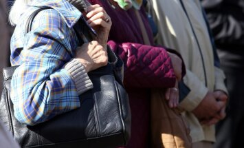 Pētījums: 60% senioru, lai segtu mājokļa izdevumus, ir 'jāsavelk josta ciešāk'