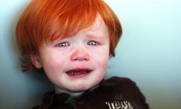 Mamma nikna par vienpusējo pieeju bērnudārzā bērna adaptācijas periodā; komentē speciālists