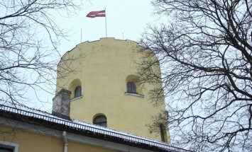 Restaurēs Rīgas pils vēsturiskos konventa vārtu portāla ciļņus