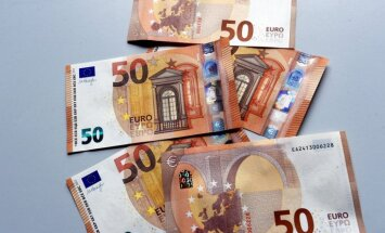Латвийцы получили из-за границы денежные переводы на полмиллиарда евро