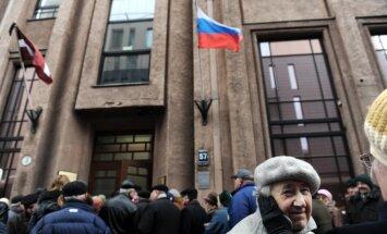 Krievijas vēlētāji Rīgā veido milzu rindas