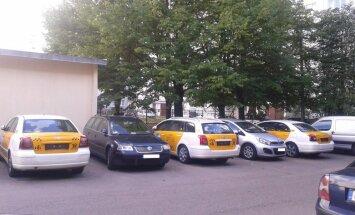 """Читатель: Таксопарк под окном, или """"Панды"""" нашли халявную парковку в Иманте (+ комментарий полиции)"""
