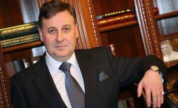Anglijas tiesa lemj par labu' Baltic International Bank' piedzīt gandrīz pusmiljonu mārciņu no Oistonu ģimenes