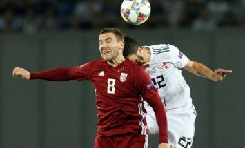 Latvijas futbola izlase FIFA rangā zaudē divas pozīcijas