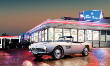 Foto: BMW restaurējis Elvisam Preslijam piederējušo '507' rodsteru