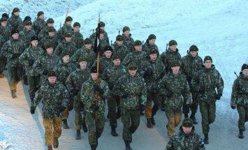Somijā iedzīvotāji bruņoto spēku mācības notur par īstu uzbrukumu